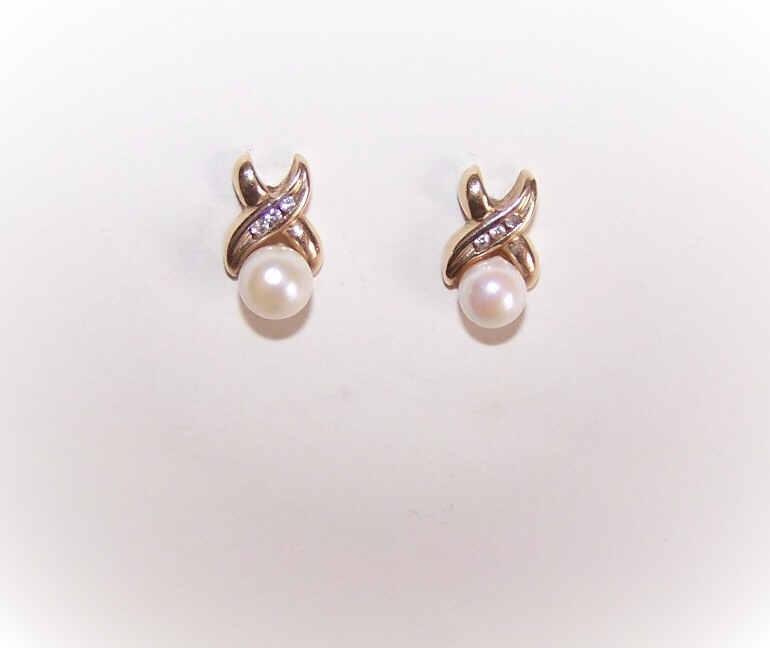 Vintage 10K Gold, Diamond & Cultured Pearl Earrings!