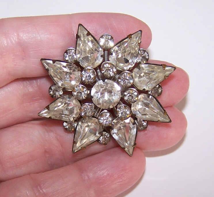 Vintage STARBURST Silver Tone Metal & Rhinestone Costume Pin/Brooch!