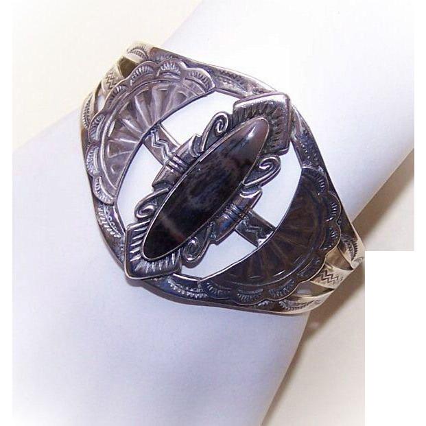 Vintage Native American STERLING SILVER & Agate Cuff Bracelet!