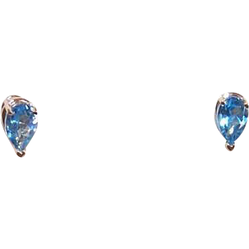 Vintage 14K Gold & 1CT TW Pear Shaped Aquamarine Earrings - Studs - Posts with Nuts