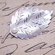 Lovely RETRO MODERN Sterling Silver & Cultured Pearl Pin/Brooch!