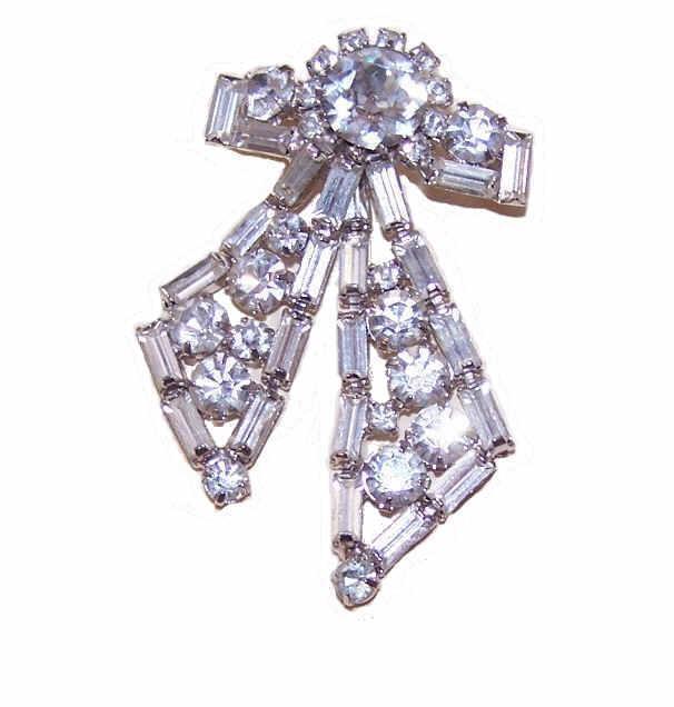 Vintage Bow Shaped Silver Tone Metal & Rhinestone Pin/Brooch!