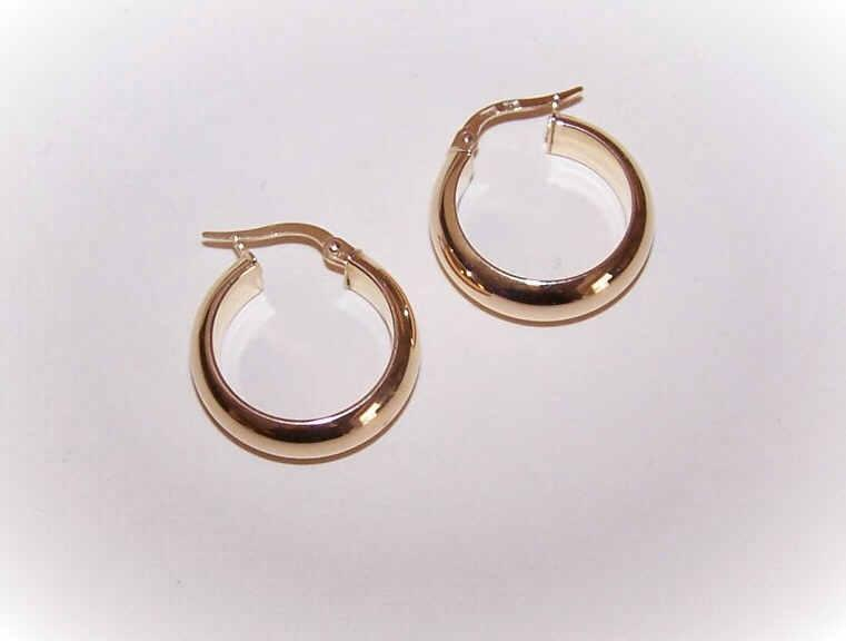 "VIntage 14K Gold 3/4"" Hoop Earrings (Pierced)!"