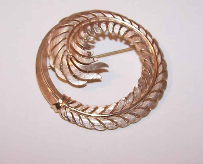 Vintage TRIFARI Gold Tone Metal Curled Feather Pin/Brooch!
