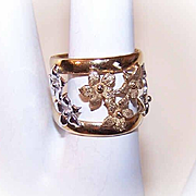 Vintage ITALIAN 14K Gold Fashion Ring - Lovely Band of Florals!