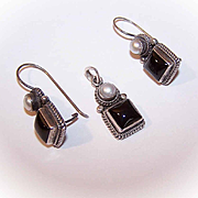 Vintage STERLING SILVER, Black Onyx & Freshwater Pearl Jewelry Set - Earrings and Pendant!