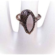 Vintage Native American STERLING SILVER & Mother of Pearl Ring!