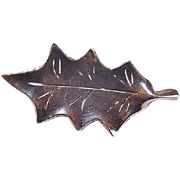 SMALL BITE! Vintage Sterling Silver Holiday Pin by NYE - Small Single Holly Leaf!
