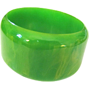 Kelly Green Marbled Wide Bakelite Bangle Bracelet