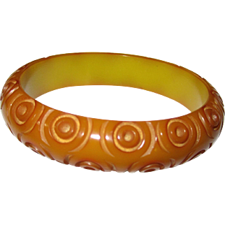 Bulls-eye Carved Bakelite Bangle Bracelet