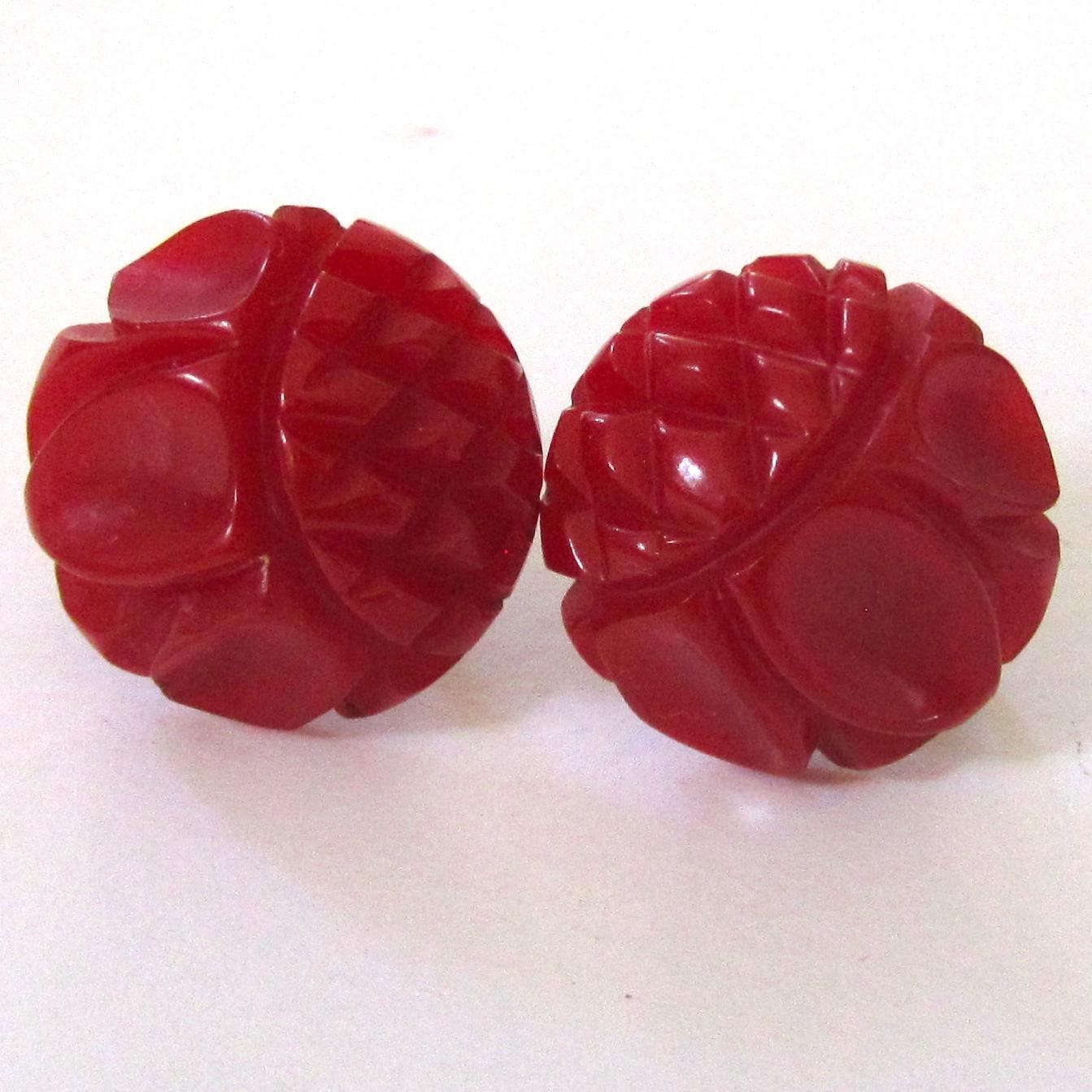 Red Daisy Carved Bakelite Screw-back Earrings