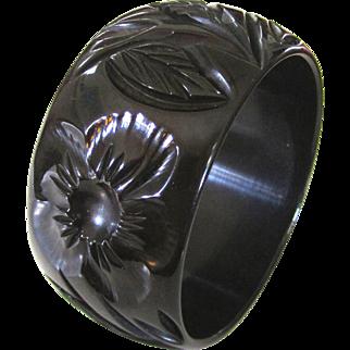 Wide Beautifully Carved Changer Bakelite Bangle Bracelet