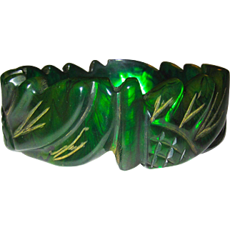 Unusual Transparent Emerald Ink Spot Daisy Carved Bakelite Bangle Bracelet