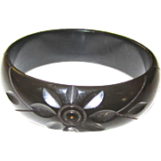 Carved Bakelite Bangle Bracelet Changer