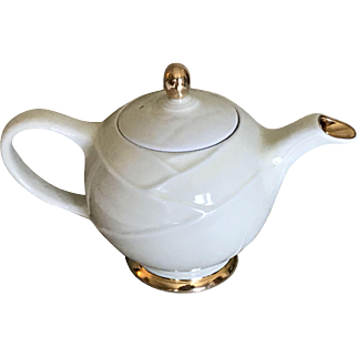 Vintage 6 cup Hall Pottery teapot