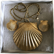 Vintage Crown Trifari scallop shell necklace and matching earrings