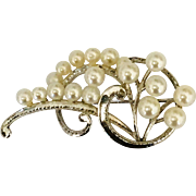 Vintage Silver and cultured pearl pin brooch