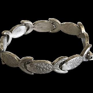 Vintage sterling silver fishes link bracelet
