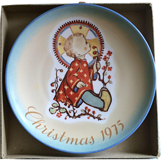 1975 Sister Bertha Hummel Christmas plate in original box