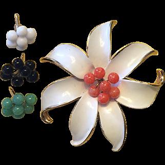 Vintage Kramer flower brooch with interchangeable centers