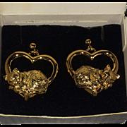 Vintage Avon cozy cats in hearts earrings in original box