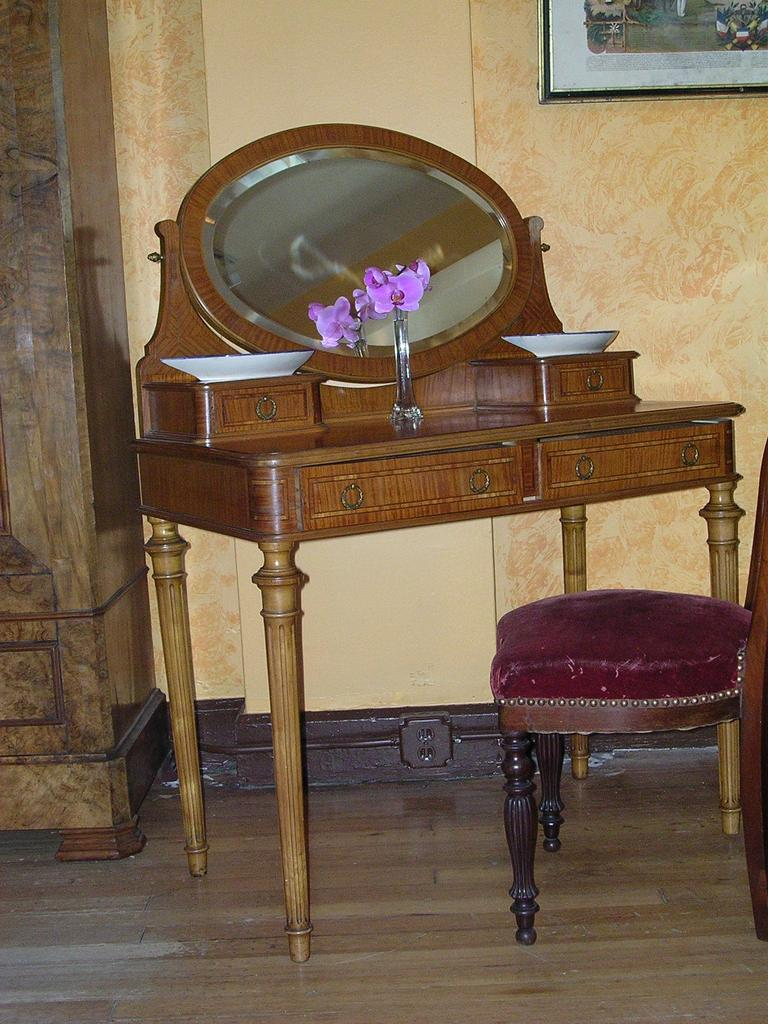 Louis XVI style coiffeuse/ dresser
