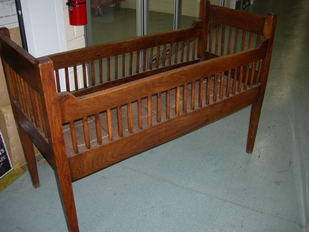 Baby cribs york region - Antique Baby Crib
