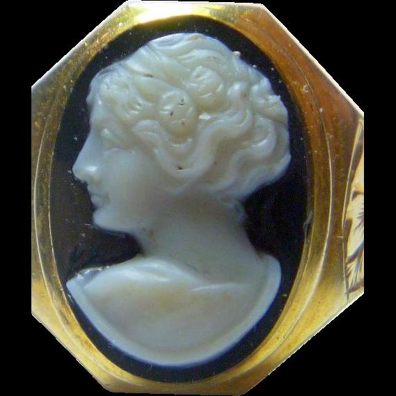 Fine Vintage 10 K Gold Hard Stone Cameo Ring