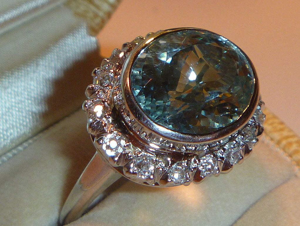 Vintage Art Deco Aquamarine Diamond & Platinum Ring