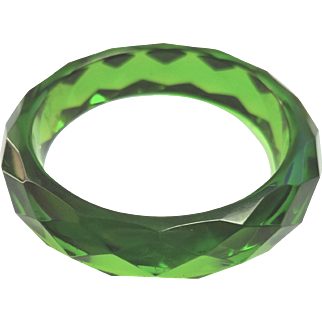 Green Prystal faceted bakelite bangle.