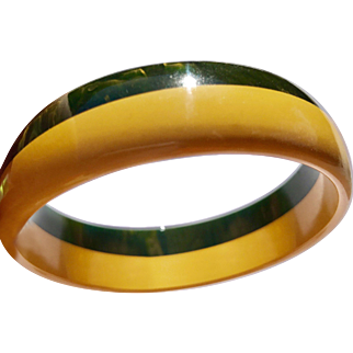 Two Tone Bakelite Bangle, Creamed Corn and Creamed Spinach