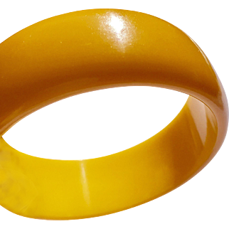 Creamed Corn Bakelite Bangle