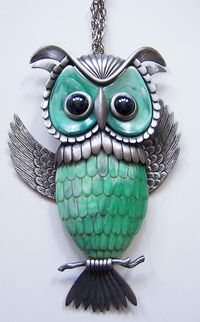 1970s Vintage Segmented Owl Necklace ~ Pewtertone & Marbled Green Plastic