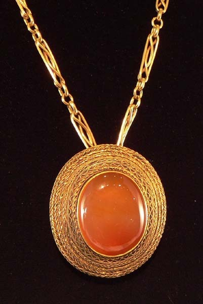 Victorian 18K Etruscan Cabochon Agate Pin/Pendant