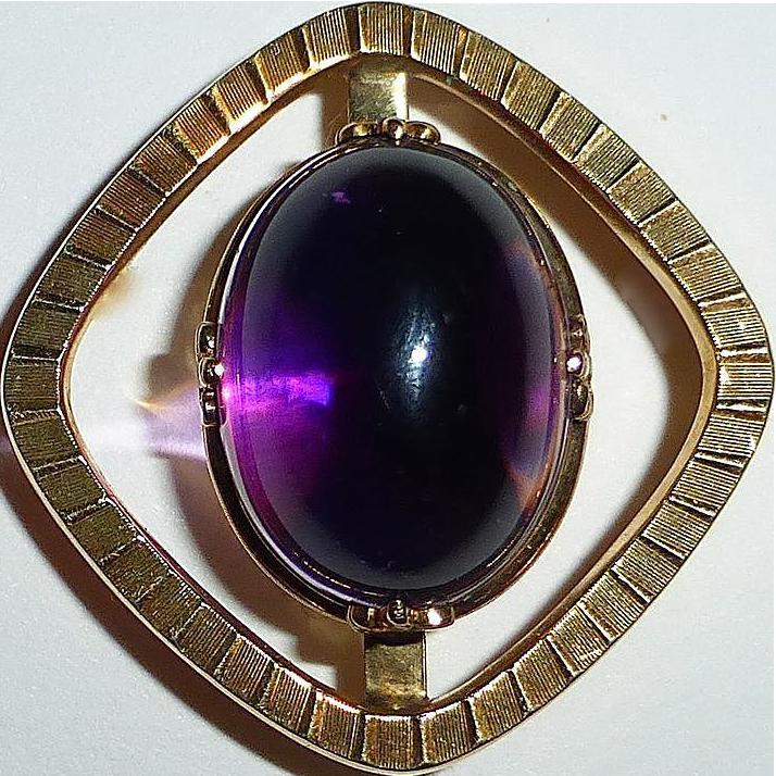 Mid Century 14k YG Amethyst Cabochon Pin