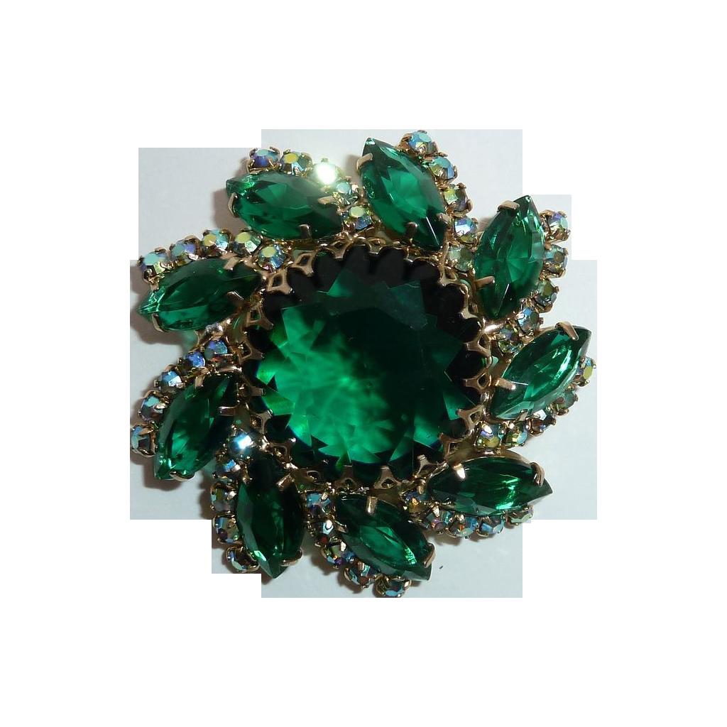 D&E Juliana Ornate Domed Green Jewel Pin
