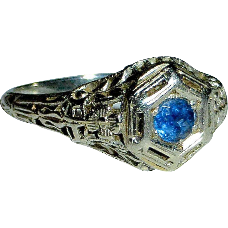 Art Deco 18k White Gold Filigree Ring