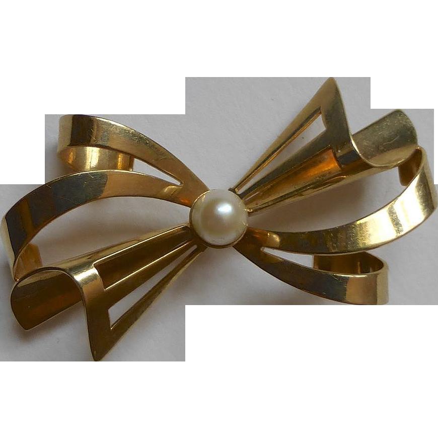 14k Bow Pin Cultured Pearl Carl Art Co