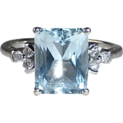 14k Classic White Gold Aquamarine Ring w Diamonds