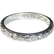 18k Art Deco Patterned White Gold Band Ring