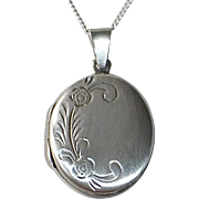 Sterling Locket & Chain w Engraved Floral
