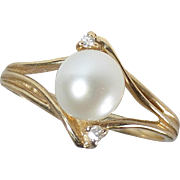 10k Yellow Gold Cultured Pearl & Diamond Chip Ring