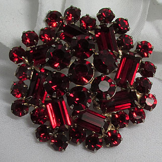 Weiss Brooch ~ Sparkling RED ~ 2 Tiers