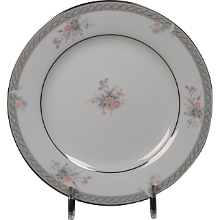 Noritake ''Hailey'' Legendary Bread Plate.