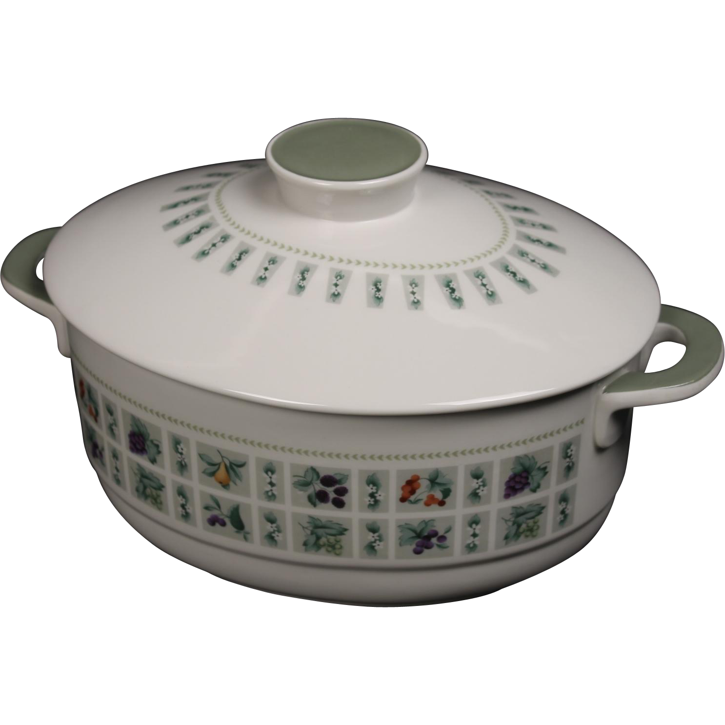 Royal Doulton ''Tapestry'' 2 Quart Covered Casserole with Knob Handle.  8-1/2''
