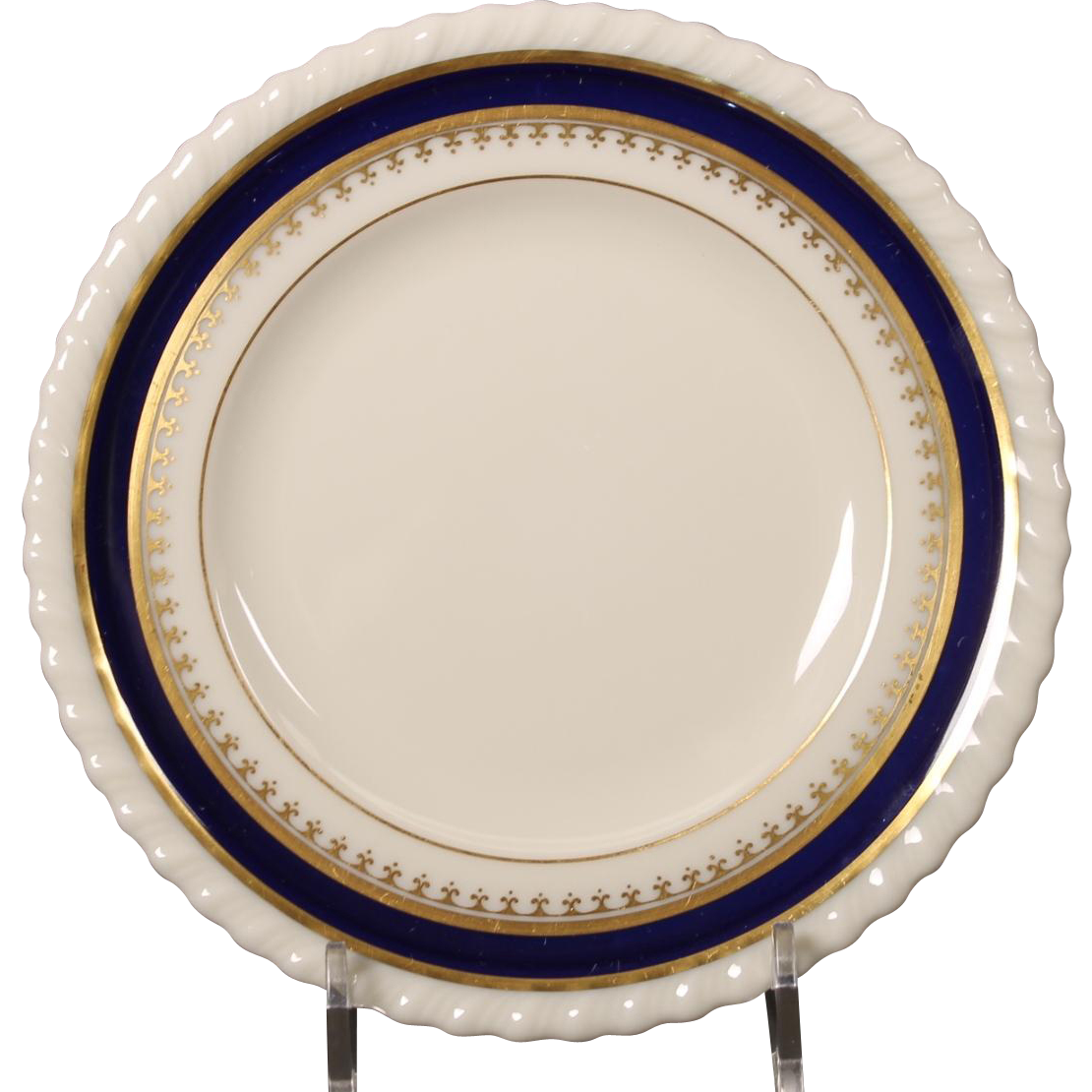 Lenox China Bread and Butter Plate in the ''Georgian Blue'' Pattern.  6-1/4''
