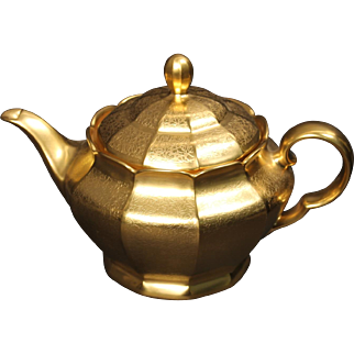German Arzbery Porcelain Gold Encrusted ''Rose and Daisy'' Lidded Tea Pot decorated in the USA by Pickard. 5-3/4''
