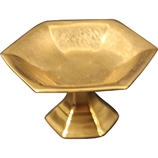 Pickard Porcelain Gold Encrusted ''Rose and Daisy'' Hexagonal Shaped Compote decorated in the USA by Pickard.