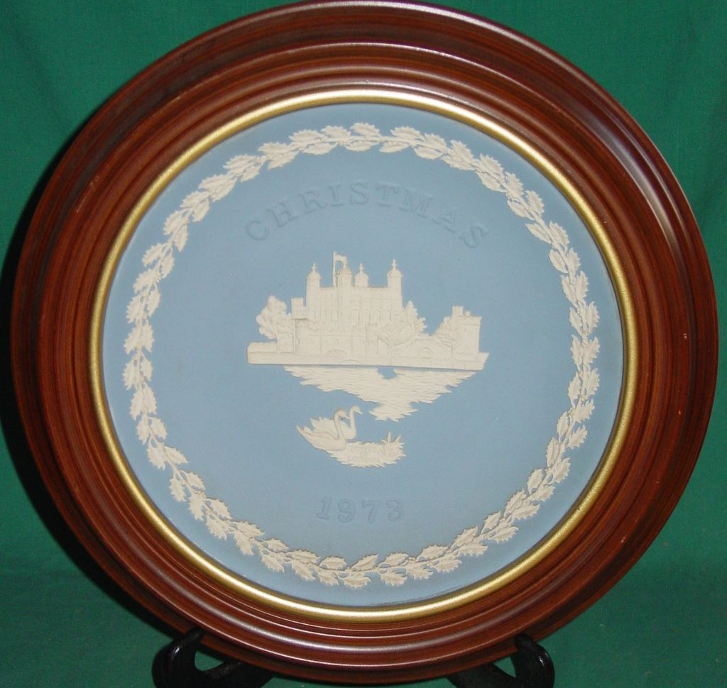 Vintage Wedgwood Jasperware Christmas Plate 1973 Tower of London with Frame