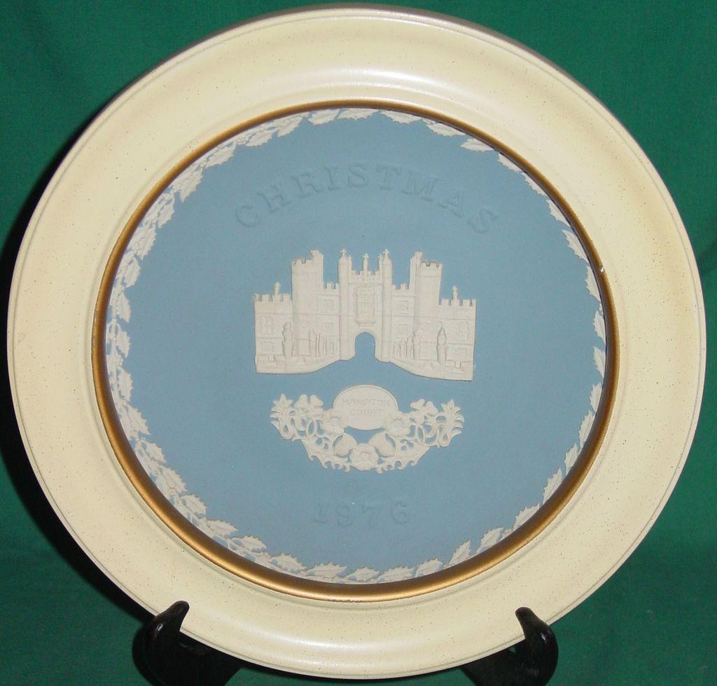 Vintage Wedgwood Jasperware Christmas Plate 1976 Hampton Court with Wood Frame